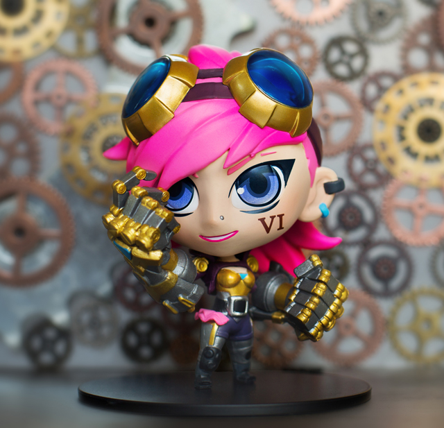 """RIOT GAMES LEAGUE OF LEGENDS Vi 4/"""" COLLECTABLE FIGURE W// CARD OF AUTHENTICITY"""